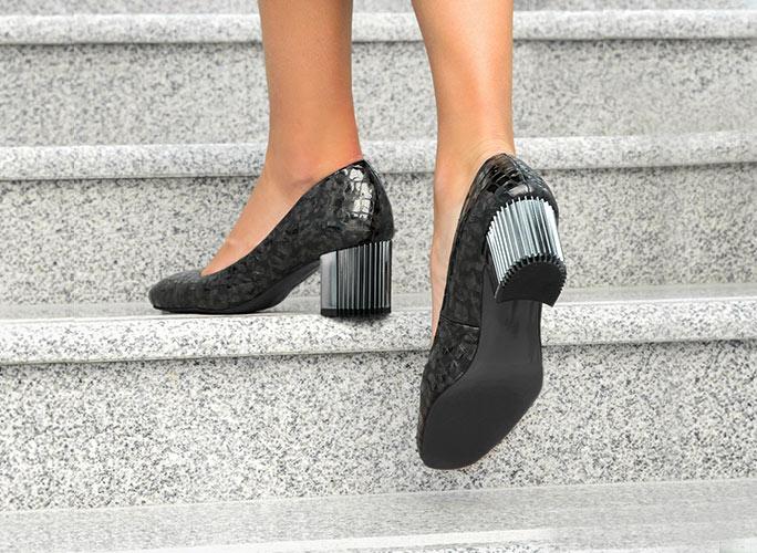 Women's metallic block heel shoes